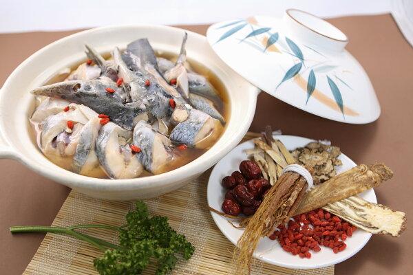【食魚屋】鱘龍魚藥膳鍋(切肉切片+魚頭骨切塊)800±50g/四人份