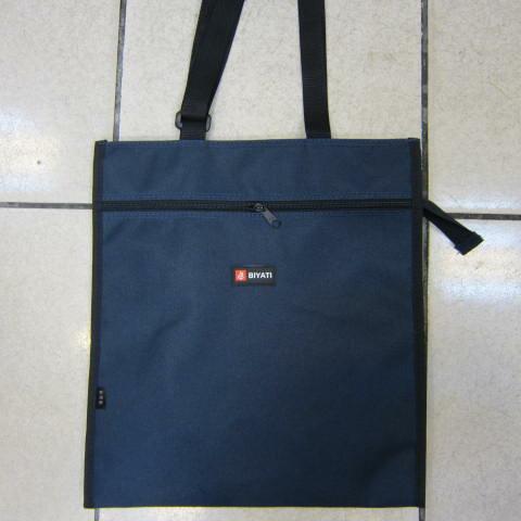 ~雪黛屋~BIYATI提袋才藝袋手提帶可調整簡單袋上學書包以外放置教具品雨衣傘便當袋台灣製造可放A4資料夾#1582深藍