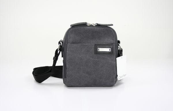 美國百分百【全新真品】Calvin Klein 小包 側背包 斜背包 相機包 月灰 CK 超商取貨