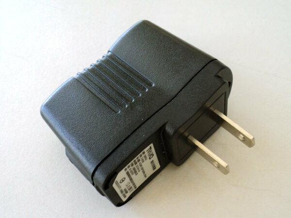 1A USB 萬用充電器/充電器/旅充/旅充頭/1500ma/1A/iphone 4S/ipad2/HTC/三星/i9300/安規認證