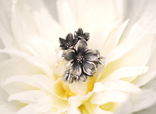 【海外訂購】【KONRON】花滿開閃耀純銀戒指-紫色(KRR0437-CZ-Lavender) 1