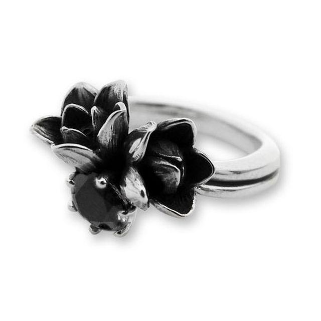 【海外訂購】【KONRON】小公主花朵寶石純銀戒指-黑色(KRR0523-Cz-Black) 0