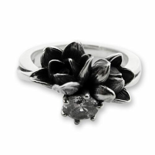 【海外訂購】【KONRON】小公主花朵寶石純銀戒指-白色(KRR0523-Cz-Clear) 1