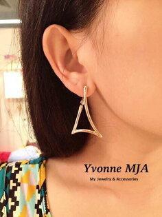 *Yvonne MJA珠寶首飾品*簡約時尚弧形三角小垂墜感名媛風造型耳環耳飾(銀色,玫瑰金,2色)(可改夾式)