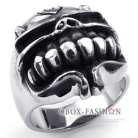 《 QBOX 》FASHION 飾品【W10023331】精緻可愛爆牙豬鼻骷髏頭鑄造316L鈦鋼戒指/戒環