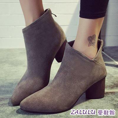 ☼zalulu愛鞋館☼ HE262 側邊小V 尖頭中跟磨砂踝靴~偏小~黑 灰~36~39