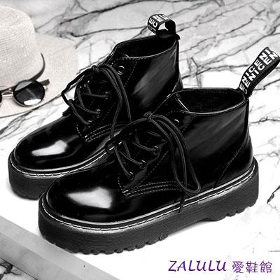 ☼zalulu愛鞋館☼ IA157 帥氣百搭漆皮厚底短版馬丁靴~黑~35~39 ~  好康