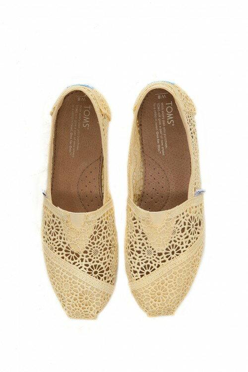 【TOMS】淡黃色蕾絲鏤空繡花平底休閒鞋  Lemon Crochet Women's Classics 3