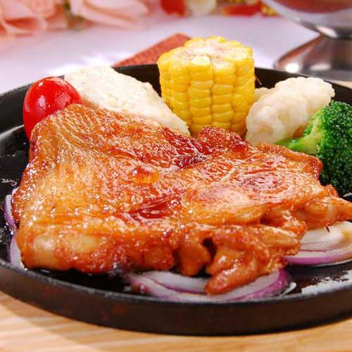 香蒜去骨雞腿排250g、 蒜香十足的雞腿排,每隻雞腿排皆肥美多汁,軟嫩帶勁! 煎烤炸都美味