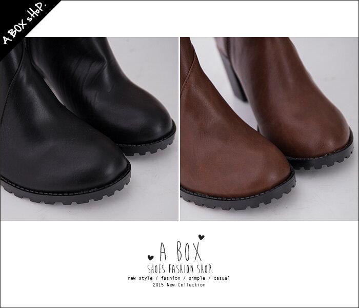 格子舖*【KW2199】MIT台灣製 英倫學院簡約皮革側拉鍊穿脫設計 7cm高跟粗跟騎士短靴踝靴 2色 1