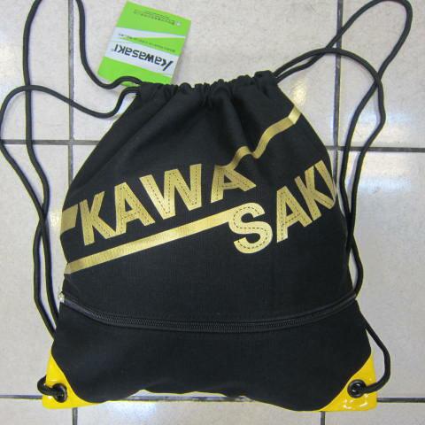 ~雪黛屋~KAWASAKI 束口後背包大容量正面背面有拉鍊外袋口可放A4資料夾防水帆布隨身包正版限量授權品KA162 黑
