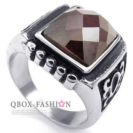 《 QBOX 》FASHION 飾品【W10023736】精緻個性智慧方紅鋯石鑄造316L鈦鋼戒指/戒環(推薦)