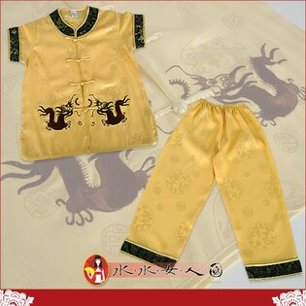 【水水女人國】~驚喜價350元~超口愛Q版童裝旗袍~軟緞繡雙龍。小男生短袖唐裝兩件式套裝*兩色