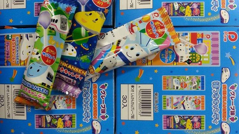有樂町進口食品 日本新幹線葡萄棒棒糖 (30隻入/盒) 4902435000753 1