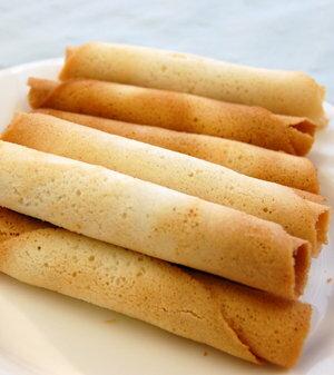 有樂町進口食品 日本 三立奶油薄燒雪茄捲 14入 日式捲餅 蛋捲 4901830352702 1