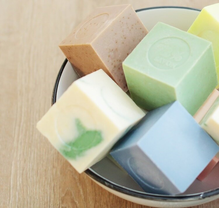 《雪文洋行》嵐山綠竹(新綠鮮竹)72%馬賽皂(全家用)-300g 1