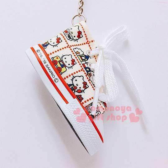 〔小禮堂〕Hello Kitty 帆布鞋造型鑰匙圈《米黃.多格.多動作》