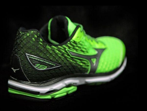 Mizuno美津濃 男款慢跑鞋 WAVE RIDER 19 一般型 -翠綠黑 6
