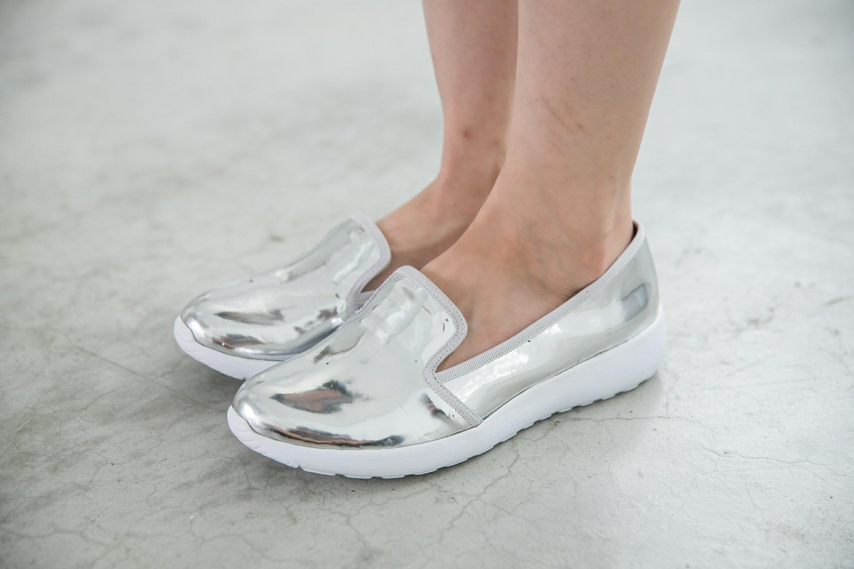 Aimez La Vie 羽量氣墊鞋|韓系時尚金屬光澤輕便樂福懶人鞋 0