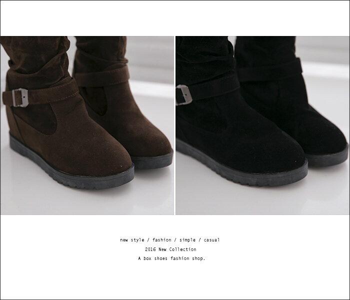 格子舖*【AA032】韓版經典百搭抓皺 麂皮金屬扣環 顯修長3CM內增高長筒靴 機車靴 工程靴 2色 2