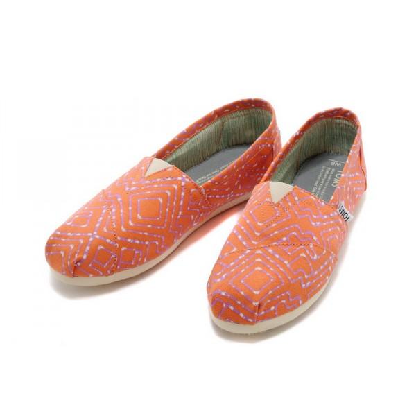 【TOMS】橘紅色幾何條紋平底休閒鞋  Coral Geometric Tie-Dyed Vegan Women's Classics 3