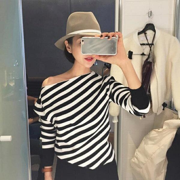 PS Mall 韓版氣質斜肩露肩條紋修身短款長袖T恤上衣【T2392】