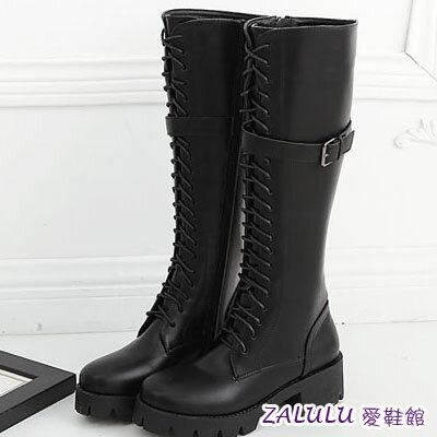 ☼zalulu愛鞋館☼IA284  軍旅風 帥氣綁帶皮帶扣粗跟長靴馬丁靴黑 35~39 ~