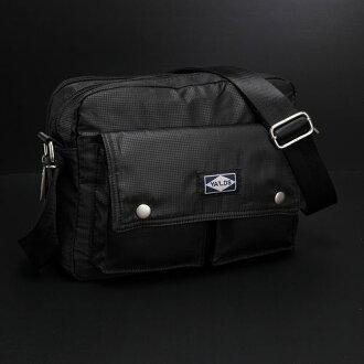 【US.style】輕量化 風衣材質 防潑水 雙口袋郵差包/斜背包(休閒黑)