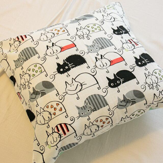 好幾隻小貓貓抱枕  45cmx45cm 精選素材 復古 純棉 1