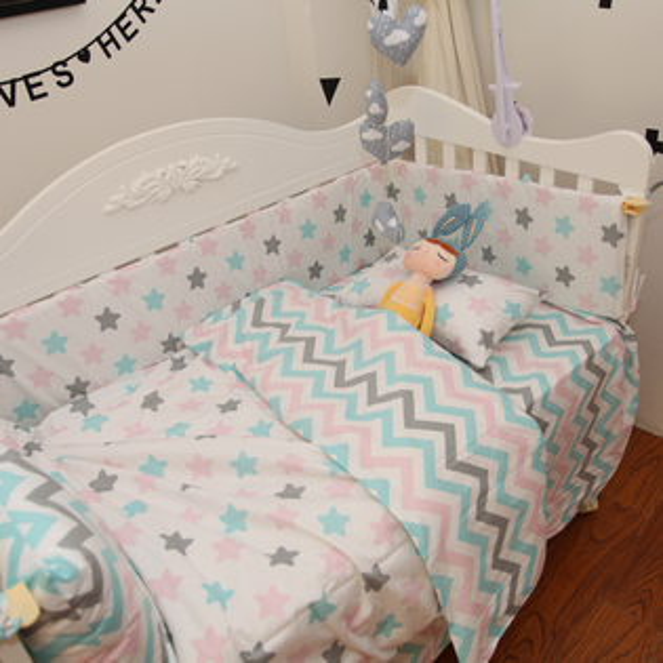 「DouDouMiki」嬰兒床組。【星星波浪紋】。床包。床單。被套。枕套。床邊置物袋。
