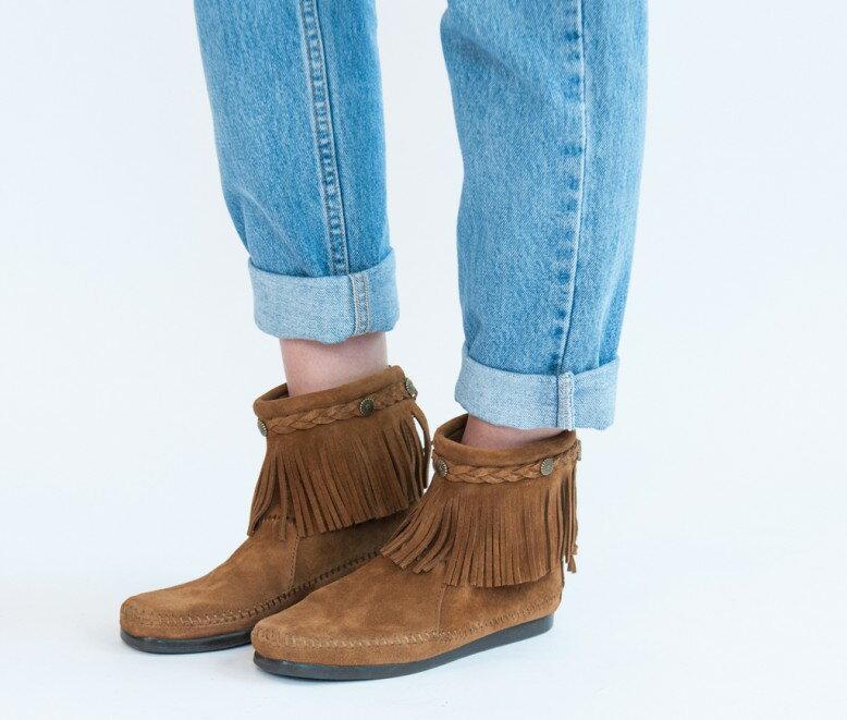 【Minnetonka 莫卡辛】土駝色 - 麂皮後拉鍊流蘇莫卡辛短靴 6