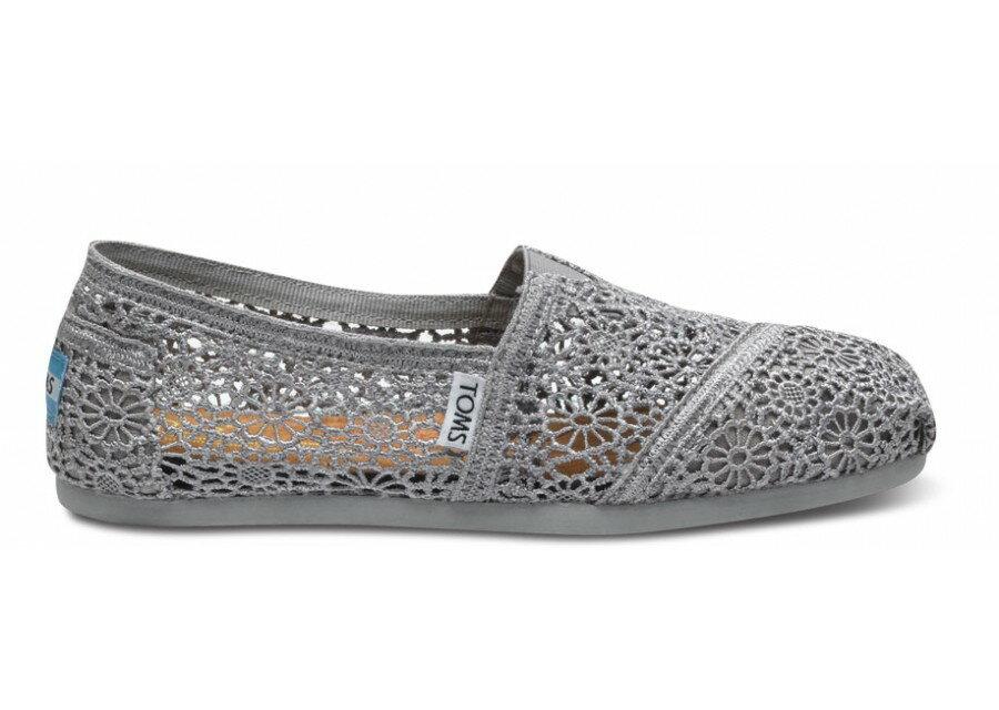 【TOMS】灰色蕾絲鏤空繡花平底休閒鞋  Grey Crochet Women's Classics 2
