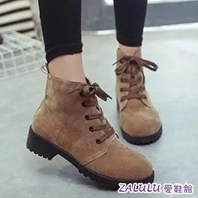 ☼zalulu愛鞋館☼ IE015 預購日系雜誌綁帶磨砂粗低跟圓頭仿馬丁短靴-偏小-咖啡/灰/黑-36-39