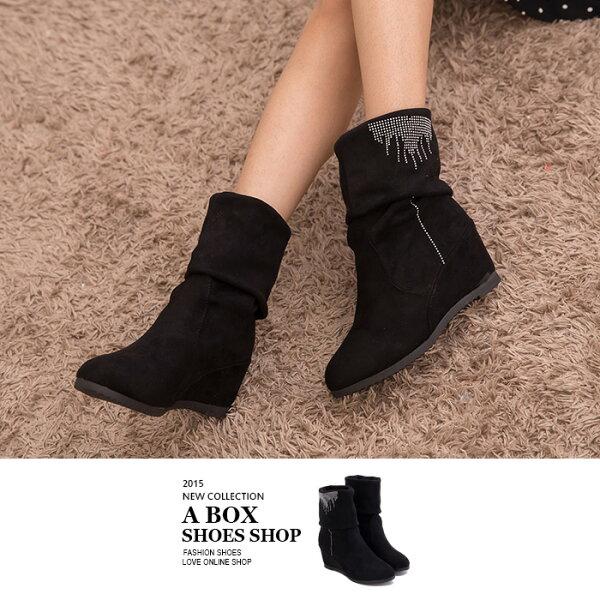 格子舖*【AP717】時尚簡約水鑽 兩穿可反摺麂皮絨布材質中筒內增高靴子 黑色