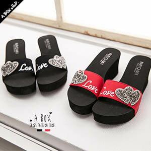格子舖*【KDW133】MIT台灣製 LOVE閃爍鑽石雙愛心 前3.5後6.5CM厚底好走好穿楔型拖鞋 兩色 0