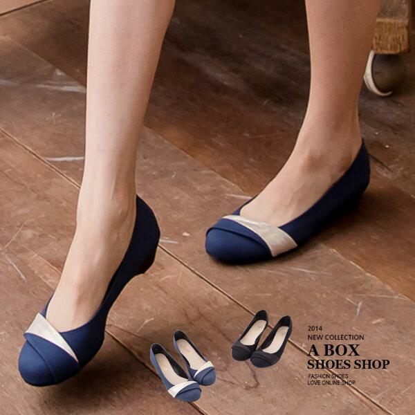 格子舖*【ANDW1726】OL上班必備 摺疊設計素面楔型坡跟圓頭包鞋 娃娃鞋 2色
