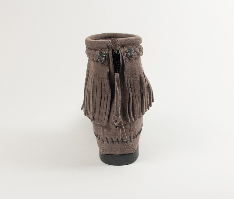 【Minnetonka 莫卡辛】灰色 - 麂皮後拉鍊流蘇莫卡辛短靴 4