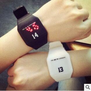 50%OFF【H06807WAH】led觸控男潮女韓國時尚潮流學生韓版原宿風黑白情侶電子手錶