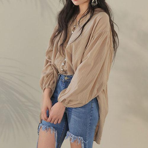 長袖襯衫 艾爾莎 華麗別緻珍珠釦前短後長V領襯衫【TGK4098】 2