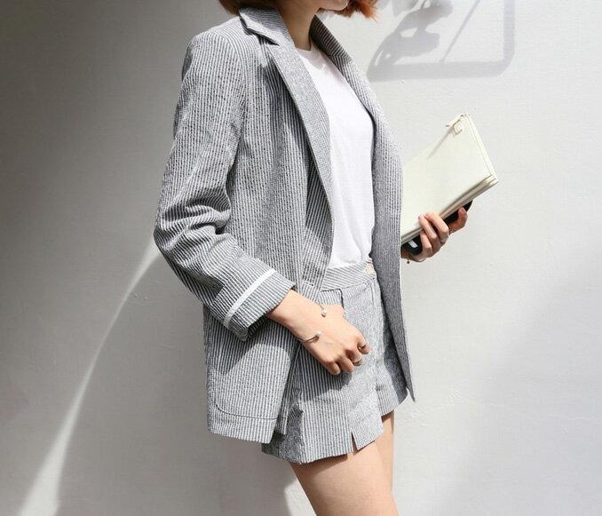 長袖褲裝 早秋秋裝知性俐落細直條西裝外套+舒適修身短褲套裝 艾爾莎【THB3906】 1