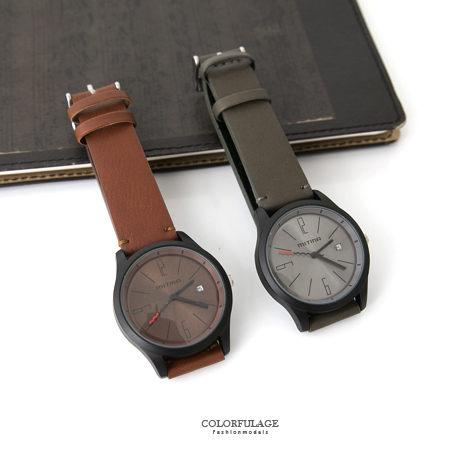手錶 搶眼黑紅秒針 亮面底盤 皮革手錶 日期窗顯示 中性款式 柒彩年代~NE1656~單支