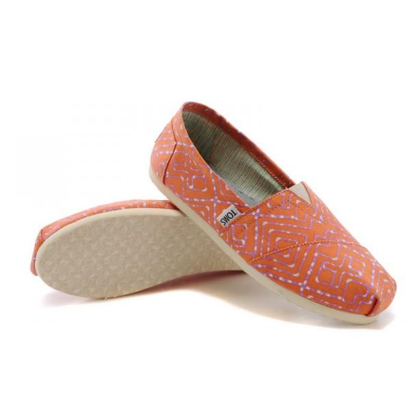 【TOMS】橘紅色幾何條紋平底休閒鞋  Coral Geometric Tie-Dyed Vegan Women's Classics 6