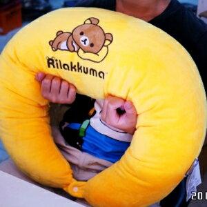 美麗大街【105080311】拉拉熊造型月亮枕 哺乳枕 頸枕