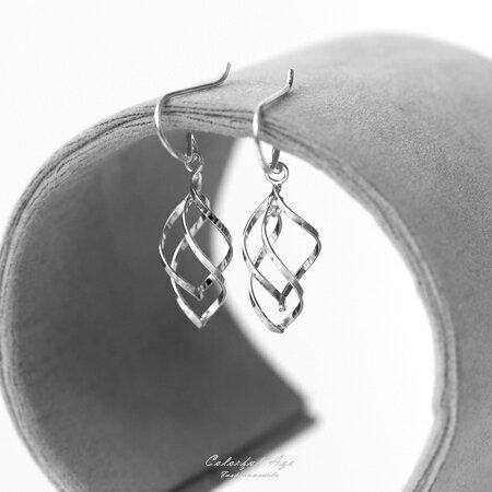 925純銀耳針 鏤空旋轉流線 垂墜式勾針耳環 抗過敏/氧化 豐富的層次感 柒彩年代【NPD33】一對價格 - 限時優惠好康折扣
