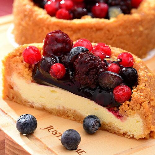 【艾波索.莓果樂園乳酪4吋】台灣1001個故事絕讚推薦!使用日本北海道乳酪×紐西蘭頂級乳酪完美比例融合的無限乳酪為基底,中間鋪上主廚嚴選比利時藍莓醬,上層再灑上滿滿的綜合莓果[彌月、團購、伴手禮首選]