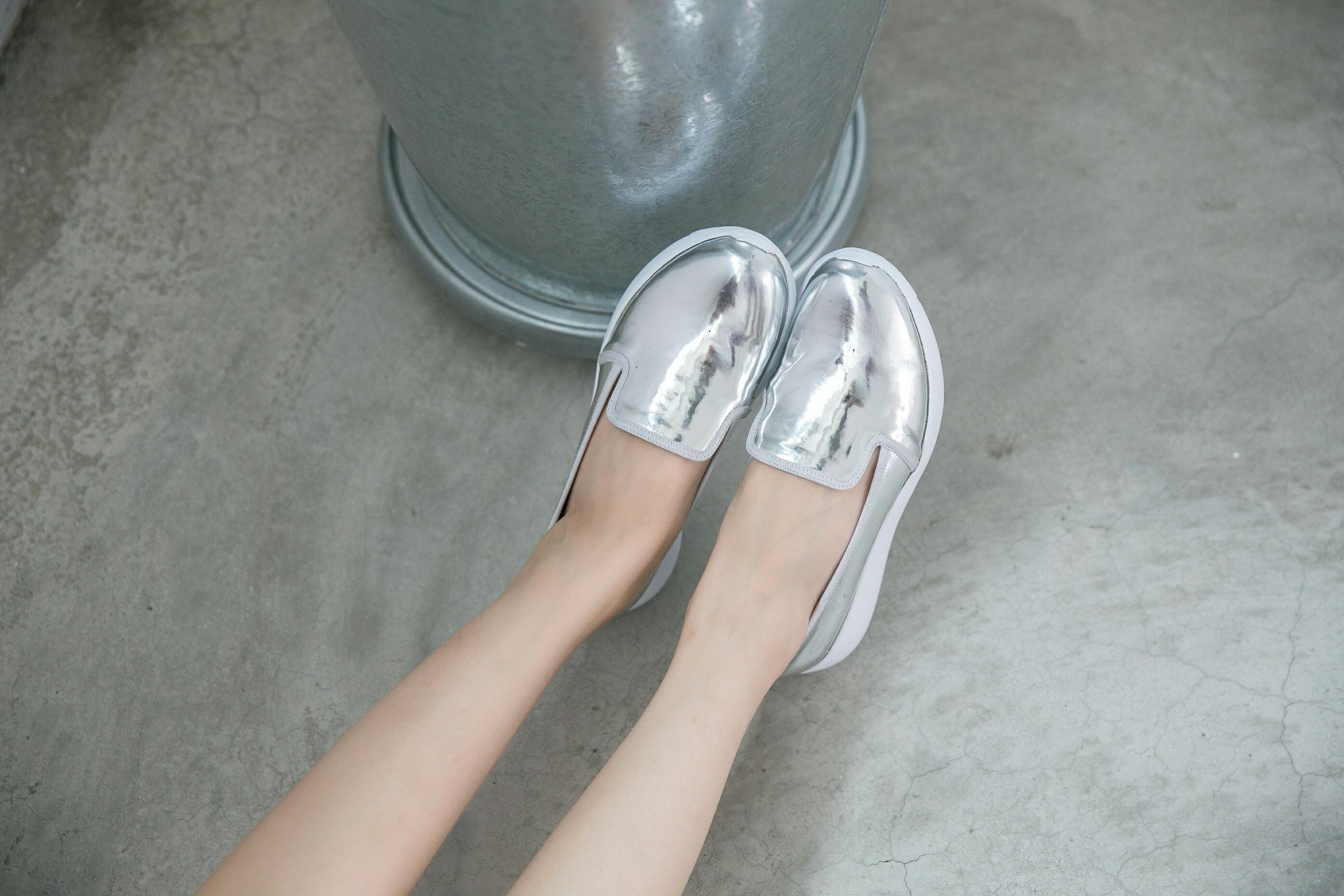 Aimez La Vie 羽量氣墊鞋|韓系時尚金屬光澤輕便樂福懶人鞋 2