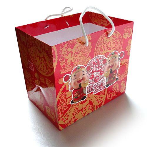 有樂町進口食品 免運優惠  歐洲假期招財進寶巧克力禮盒 附提袋 8008743021001 1