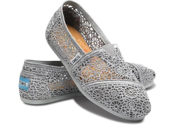 【TOMS】灰色蕾絲鏤空繡花平底休閒鞋  Grey Crochet Women's Classics