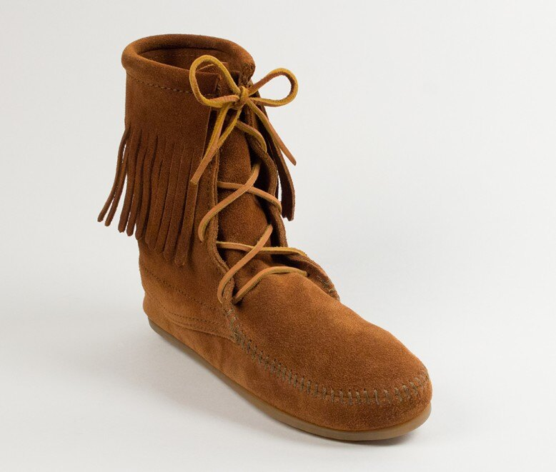 【Minnetonka 莫卡辛】棕色 - 經典綁帶流蘇短靴 0