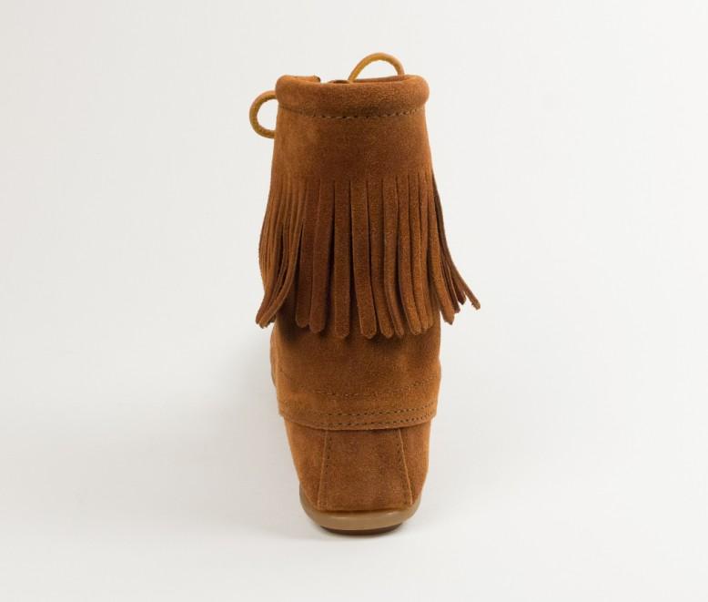【Minnetonka 莫卡辛】棕色 - 經典綁帶流蘇短靴 4